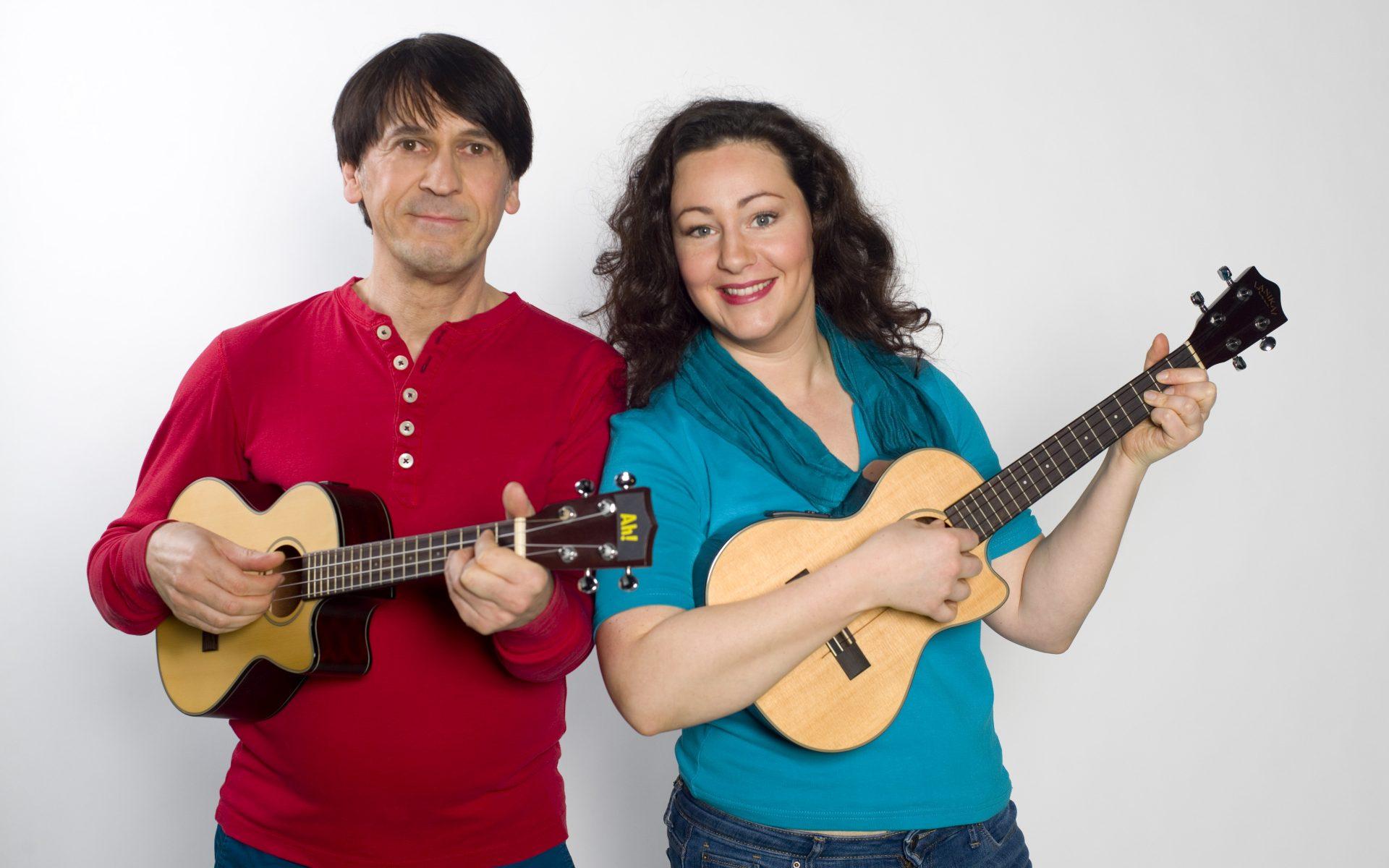 Foto von Fug und Janina mit Ukulelen