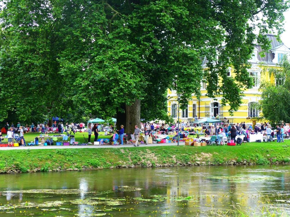 Foto vom Kinderflohmarkt an der Villa Erckens